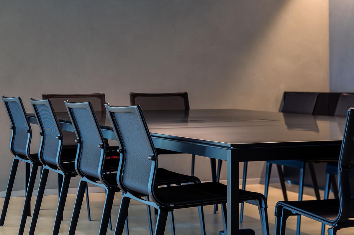 sala riunioni total black