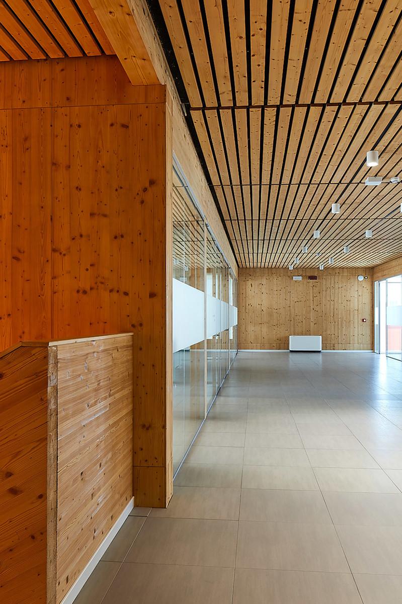 Otto-around-design-finitura-legno-Pa-Group-Spa.hd.jpg