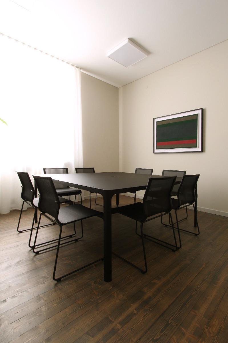 Otto-around-design-sala-riunioni-studio-legale-Colladipiazza.hd.jpg