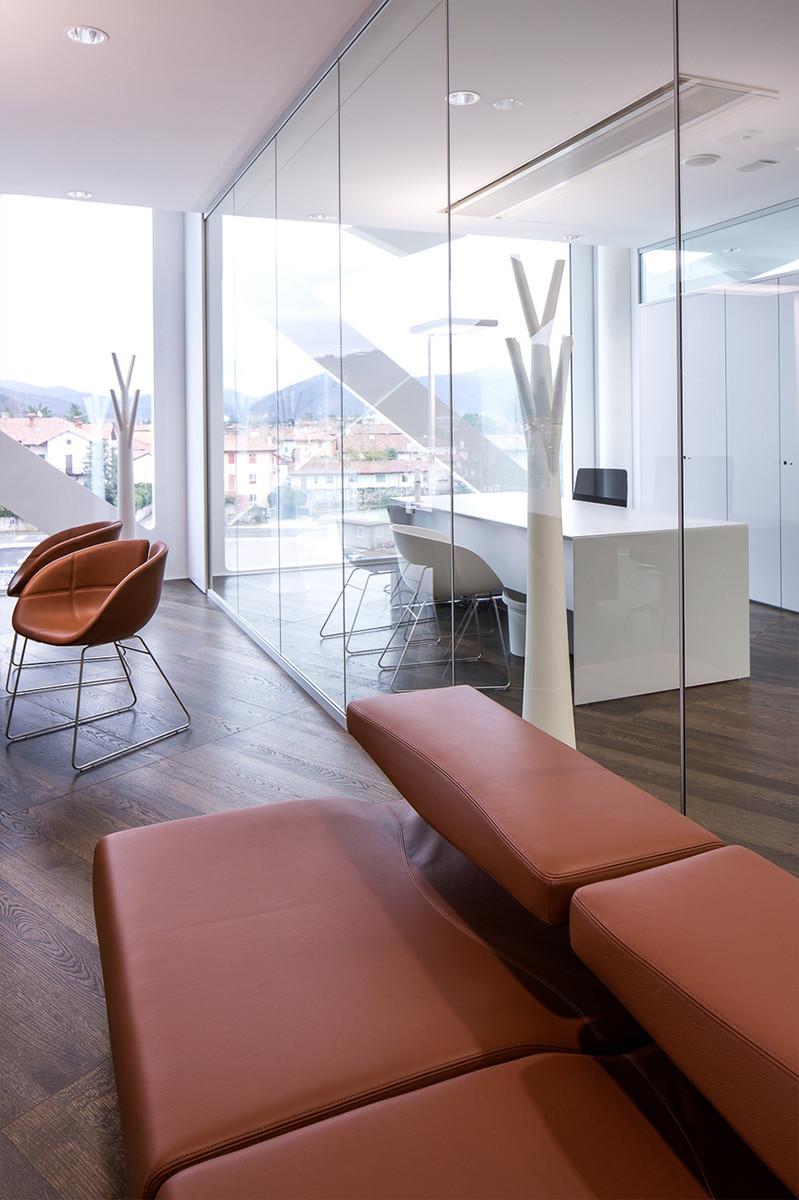 Otto-around-design-mobili-banca-di-cividale.hd.jpg