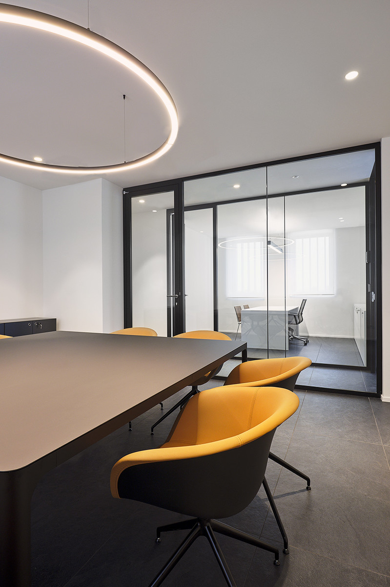Otto-around-design-interior-mobili-Riel-srl.hd.jpg