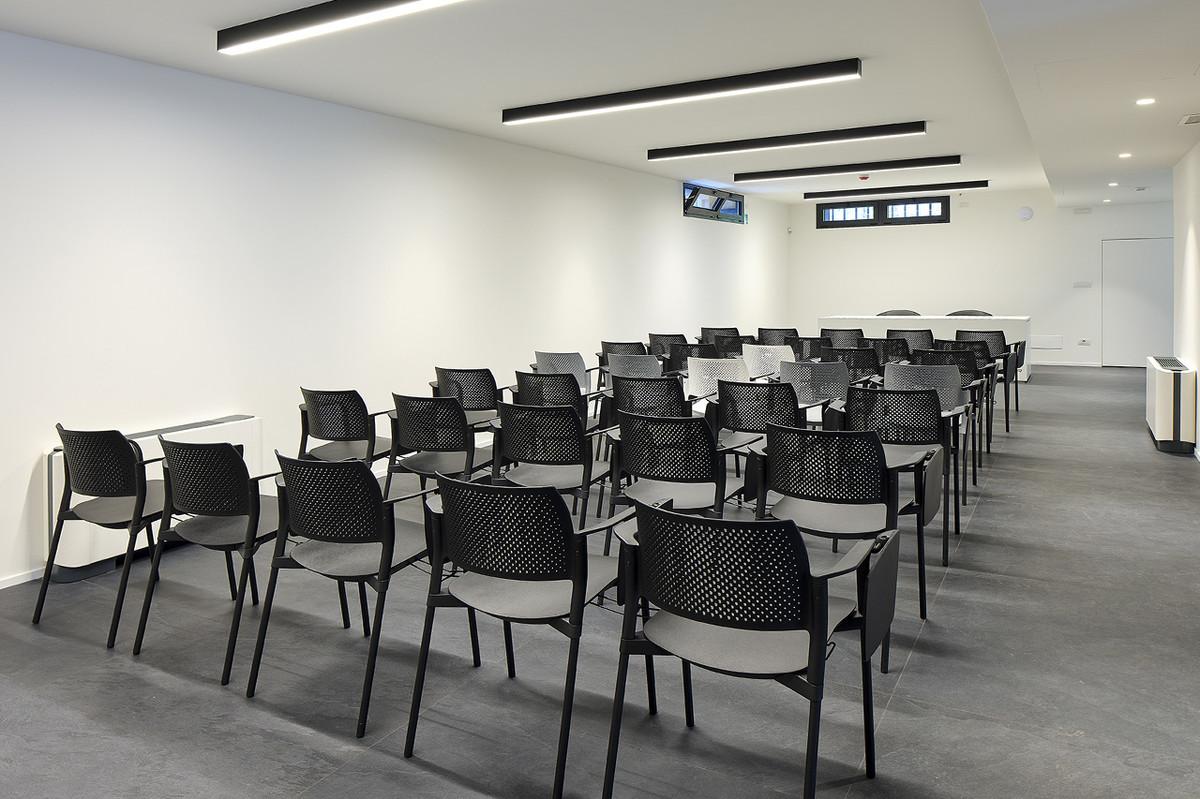 Otto-around-design-interior-sala-riunione-Riel-srl.hd.jpg